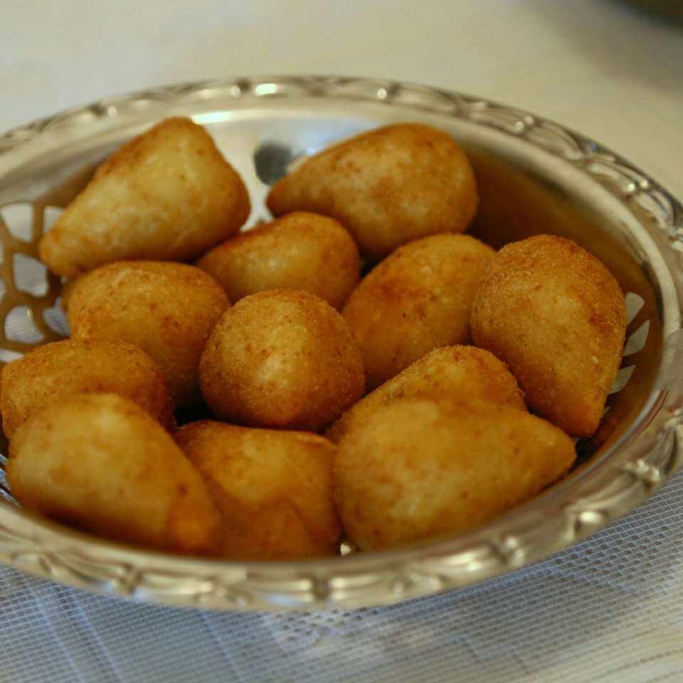 Coxinha de carne com massa de batata – Macia – Crocante e Deliciosa