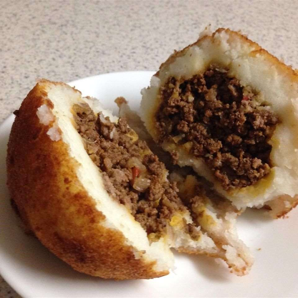 Bolinho de batata recheado com carne moída