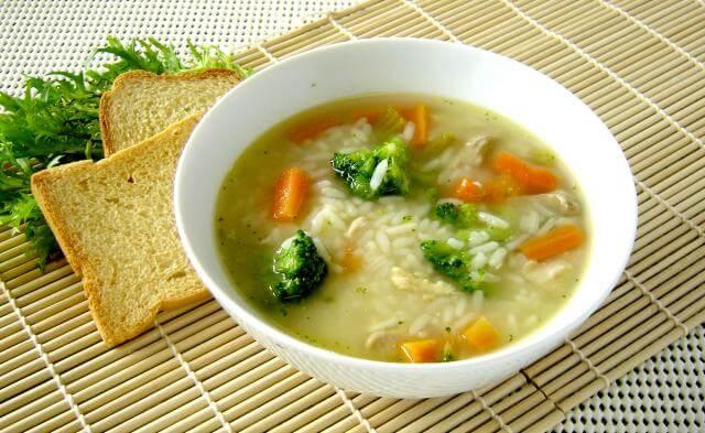 Canja De Galinha Rápida – Uma Receita Leve Para o Jantar