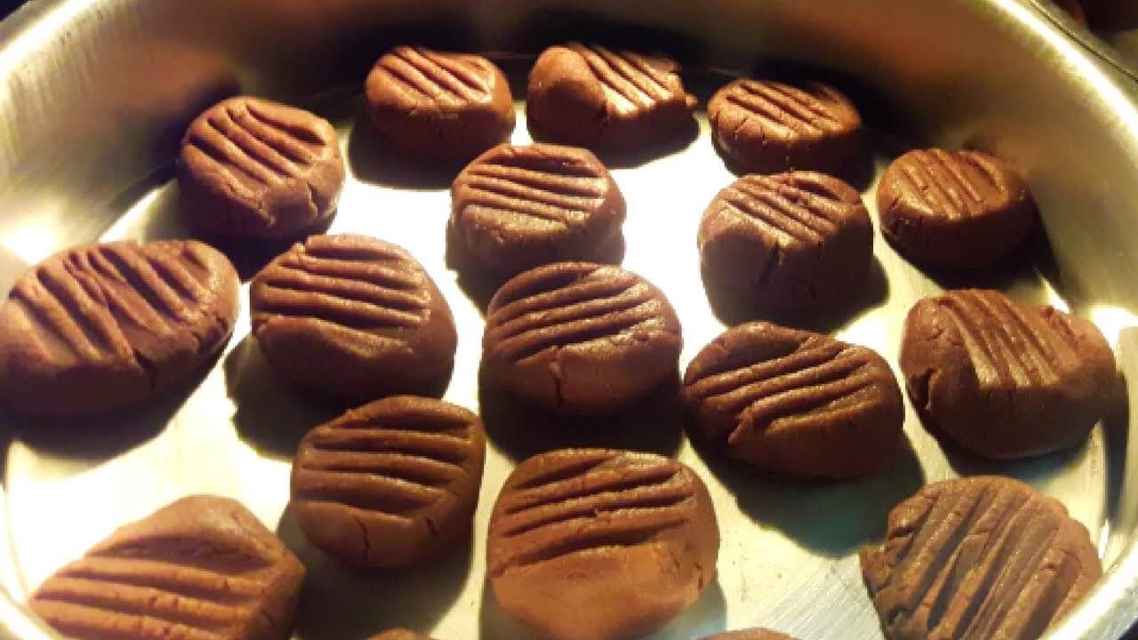BISCOITINHO DE CHOCOLATE FÁCIL