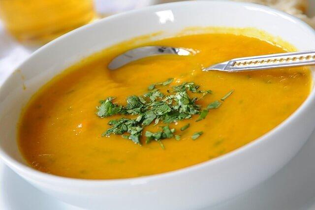 A melhor sopa detox para emagrecer rápido