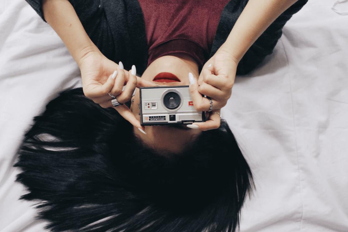 ➦ 100 Frases Para Postar Foto – Só As Melhores